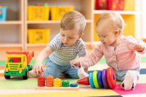 Comment choisir les premiers jouets pour votre enfant ?